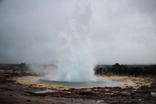 Stokkur erupts